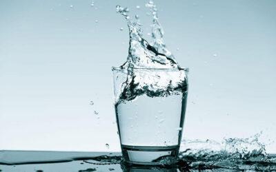 Differenza tra acqua alcalina e acqua trattata con l'osmosi inversa